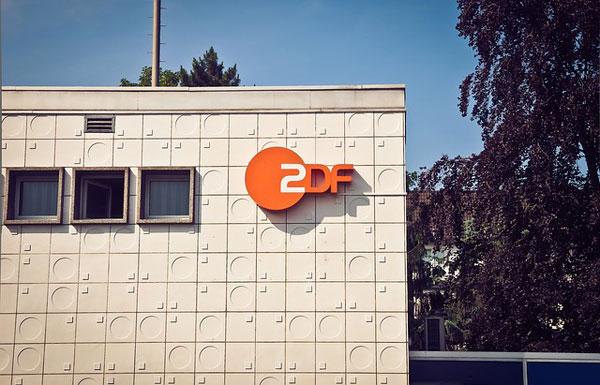 ZDF Logo am Gebäude | Foto: MichaelGaida, pixabay.com, Pixabay License